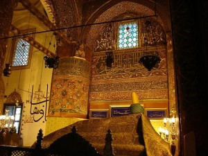 Tomb_of_Jalal_ad-Din_Muhammad_Rumi_at_the_Mevlâna_mausoleum